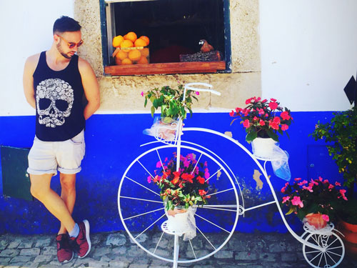 White house with window and bike in Obidos