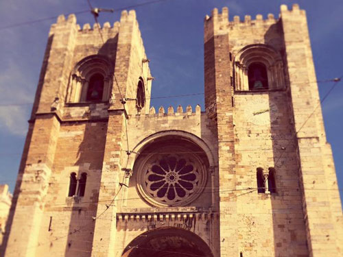 Sé Liboa Cathedral in Lisbon looking like Notre Dame