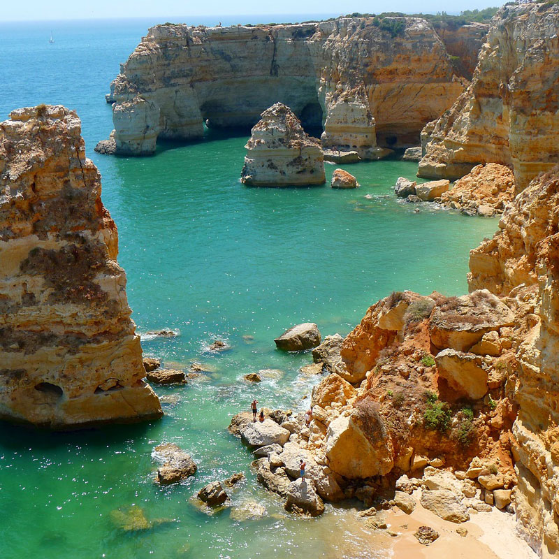 Travel report Algarve- red rocks and ocean from above